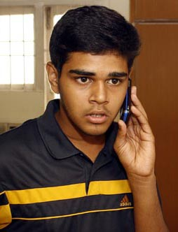 Patna Bihar Times Shitikanth Is Paying The Price For Topping In IITJEE 2008 On Wee Hours Of Monday He Landed Up Indias Commercial Capital